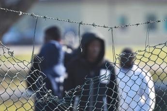 Facevano soldi sui centri per migranti, 5 arresti