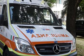 Bimbo di 2 anni muore travolto da furgoncino