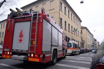 Milano, crolla controsoffitto scuola: 4 bimbi feriti