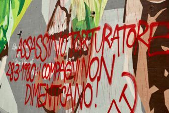 Imbrattato murale Dalla Chiesa a Milano