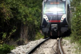 Napoli, sparano contro un treno