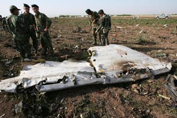 Iran, precipita aereo turco con 11 passeggeri