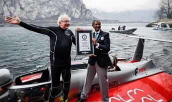 Buzzi vola a 277 km/h sul lago di Como