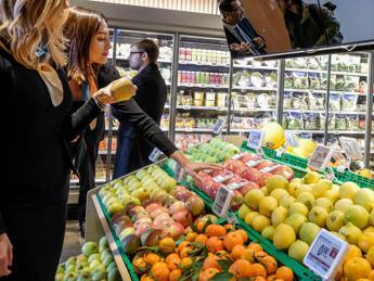 Apre primo supermercato senza plastica