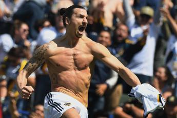 Ibrahimovic, gol capolavoro e record: sono 500 le reti in carriera