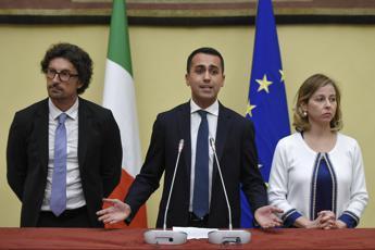 M5S consegna bozza contratto a Mattarella