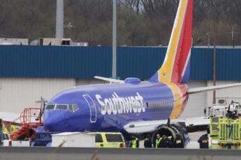 'Qualcuno è volato fuori': l'audio del volo Southwest 1380