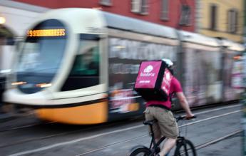 40 km in bici per 4 euro a pizza, la mia vita da rider
