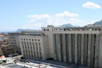 Palermo, udienza sulle scale per disabile
