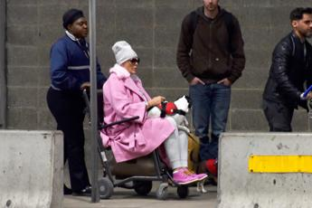 Sedie A Rotelle Torino : Brigitte nielsen in sedia a rotelle