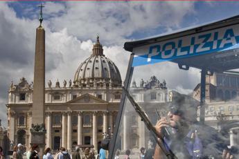 Papa Francesco alla veglia di Pasqua, rompere i silenzi dimensione font +