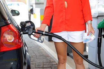 Benzina e diesel, arrivano i rincari