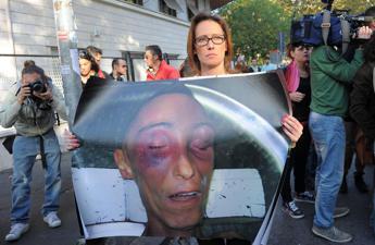 """Ilaria Cucchi: """"Piantonate mio fratello anche da morto"""""""