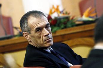 Cottarelli: Pressione fiscale al 50% per colpa degli evasori