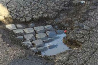 Roma, fondi per le buche: Procura indaga per abuso di ufficio