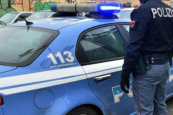 Rapina tassista ma lascia documento in auto: arrestato