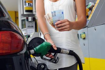 Benzina, prezzi ritoccati