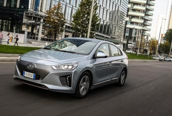 Hyundai IONIQ Electric nominata auto più efficiente d'Europa