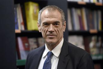 Technocrat nominee premier Cottarelli to meet Mattarella