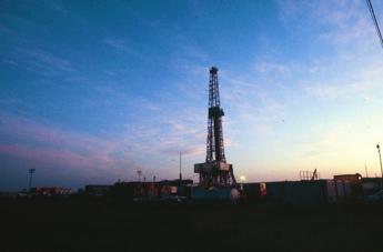 Petrolio, Aie: Forte volatilità prezzi nei prossimi mesi
