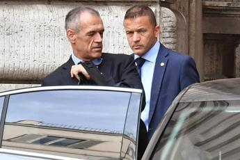 Cottarelli stands aside as populist govt eyes power