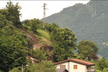 La montagna frana, isolati due paesi