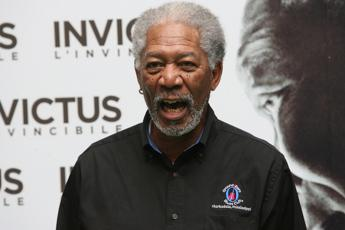 Morgan Freeman accusato di molestie da 8 donne