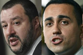 Five-Star-League plan to slash number of Italy's lawmakers - Di Maio