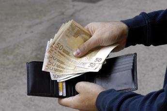 Stop stipendio in contanti