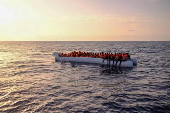 Naufragio al largo della Libia, oltre 70 morti