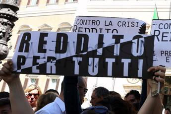 Lavoro, Di Maio: reddito cittadinanza in cambio 8 ore a comuni