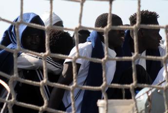 Ronda anti migranti a Brindisi, 2 feriti