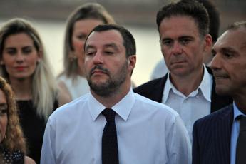 Salvini attacca ancora: Macron apra casa sua ai migranti