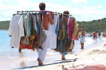 Multe a chi acquista in spiaggia