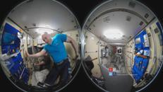 Ecco come si tagliano i capelli nello spazio