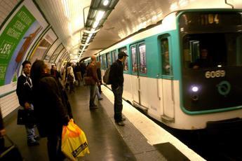 Nasce in metro a Parigi, trasporto gratis fino a 25 anni