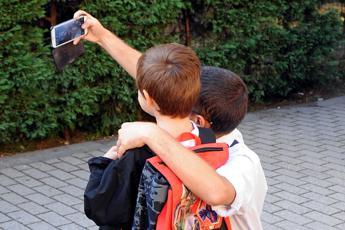 La Francia vieta il cellulare nelle scuole elementari e medie