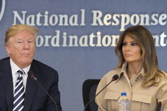 Melania e Donald di nuovo fianco a fianco