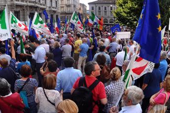 Pd in piazza contro il governo Conte