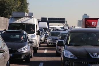 Domenica da bollino rosso, la situazione su strade e autostrade