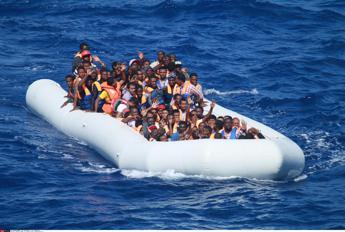 Salvini: Malta accompagna barcone verso l'Italia