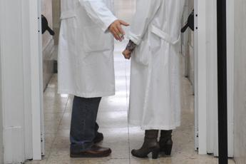 Scade contratto neurologa, protestano pazienti con sclerosi al S.Andrea Roma