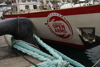 Open Arms attracca in Spagna