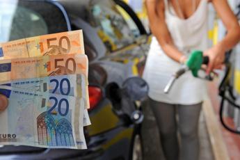 Carburanti, prezzi ancora al ribasso