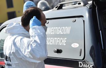 27enne trovato morto in casa, si indaga per omicidio