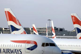Porti i capelli da donna, licenziato dalla British Airways