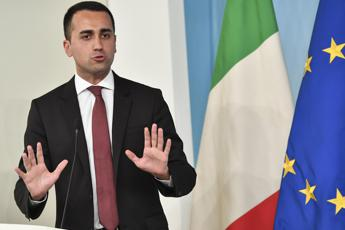 'Unthinkable' to close nation's ports to Italian rescue ships says Di Maio