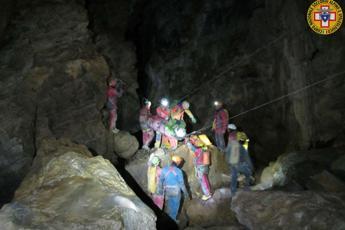 Salvo speleologo intrappolato in una grotta