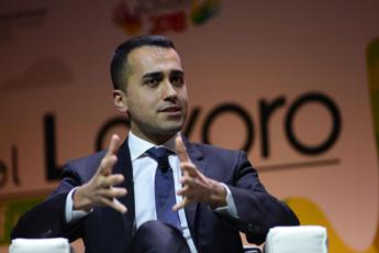 Di Maio plays down differences with Salvini over migrant stand-off