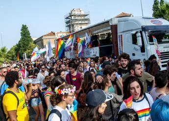 A morte i froci, famiglia aggredita al Lazio Pride